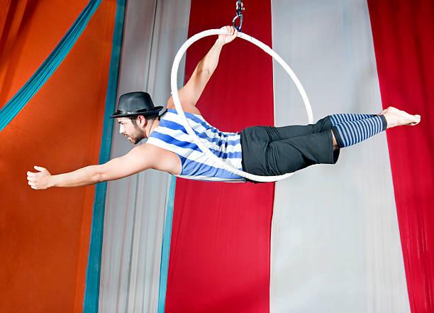 manege - trapez stock-fotos und bilder