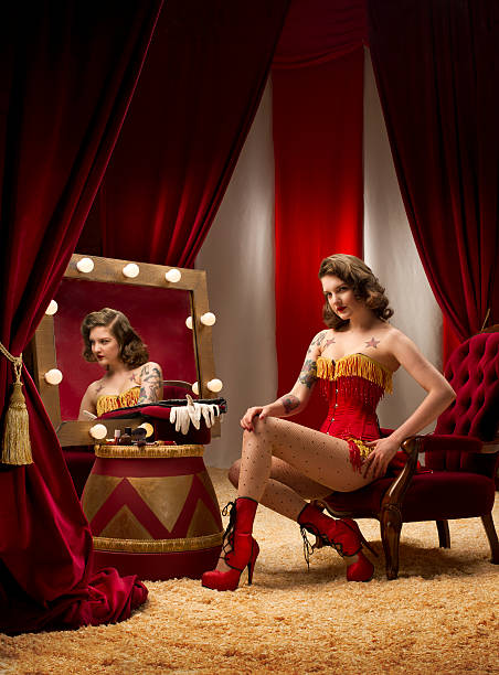 circus monsieur loyal burlesque - cabaret photos et images de collection