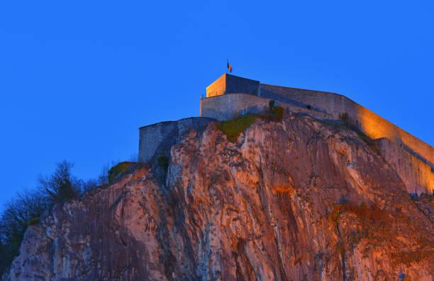 citadel van dinant - maasvallei stockfoto's en -beelden