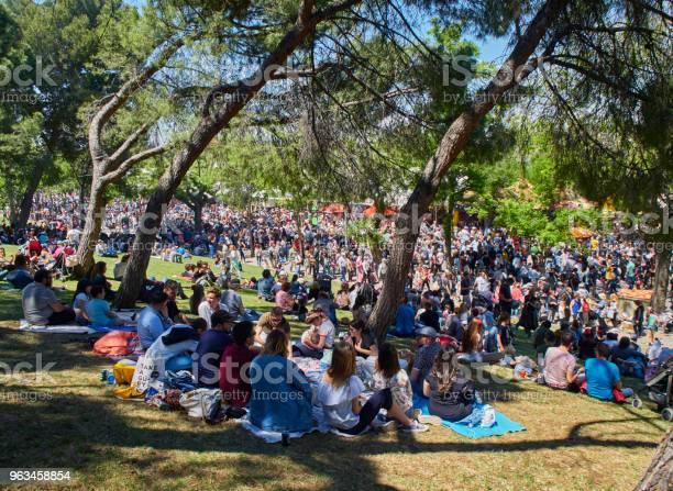 Ciudadanos Honrar A Su Patrona En La Festividad De San Isidro Justo Foto de stock y más banco de imágenes de Parque público