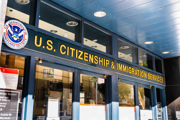 U.S. Citizenship and Immigration Services (USCIS) office located in downtown San Francisco Nov 17, 2019 San Francisco / CA / USA - U.S. Citizenship and Immigration Services (USCIS) office located in downtown San Francisco; USCIS is an agency of the U.S. Department of Homeland Security (DHS) department of homeland security stock pictures, royalty-free photos & images