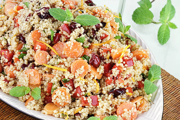 zitrus-couscous-salat - couscous salat minze stock-fotos und bilder