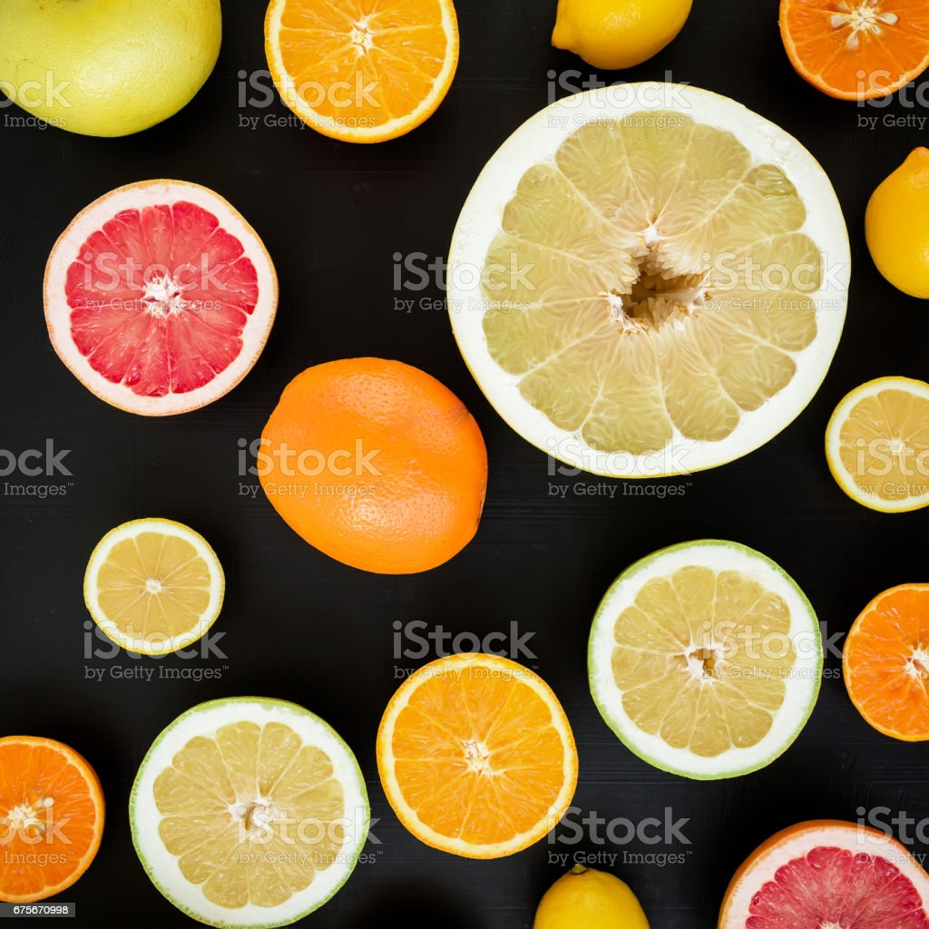 Citrus fruits, vitamin mix on dark background. Flat lay, top view. Tropical summer mix foto de stock royalty-free