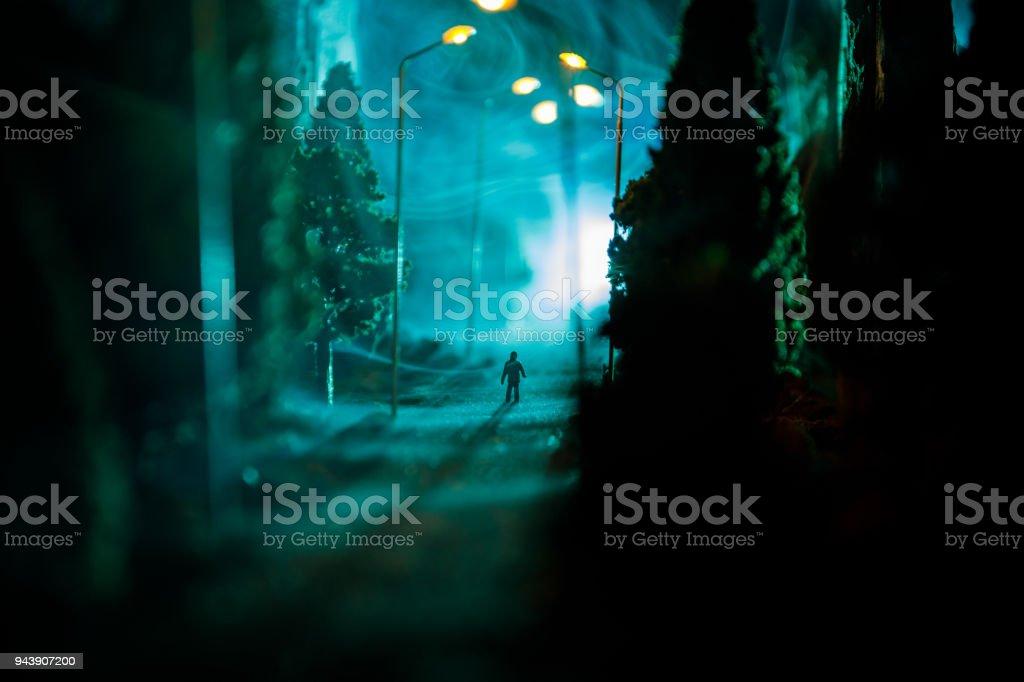 Photo Libre De Droit De Ville De Nuit Dans Un Epais Brouillard