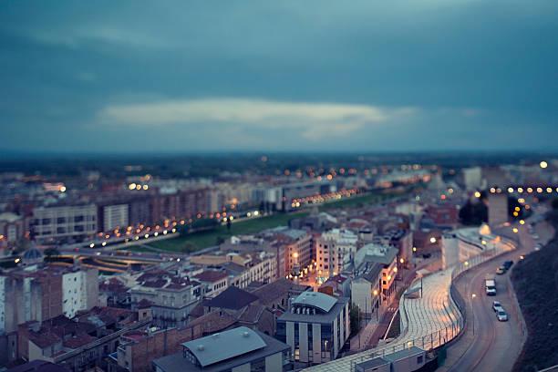 на город ночью - лерида стоковые фото и изображения