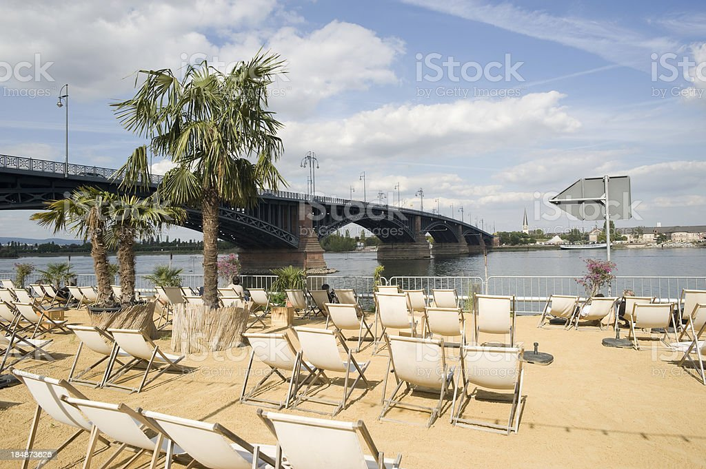 City Beach in Mainz, Deutschland. – Foto