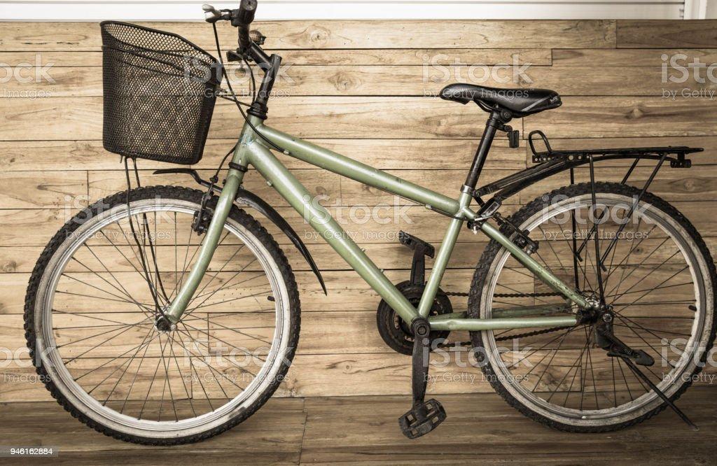 Bicicleta de cidade em cor sépia - foto de acervo