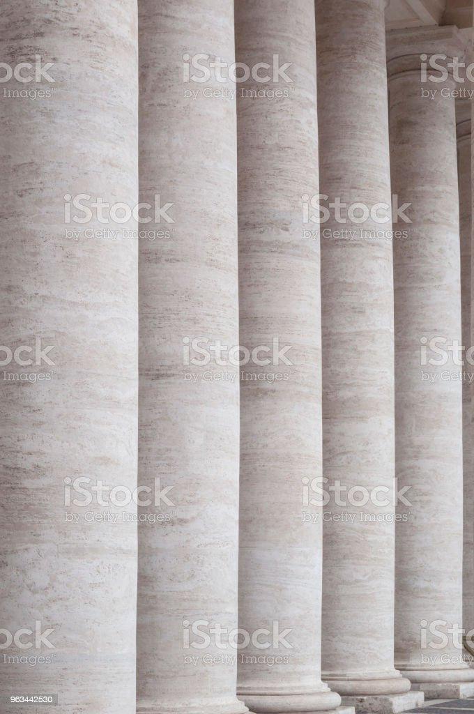 Construction de la ville: colonnes - Photo de Affaires libre de droits