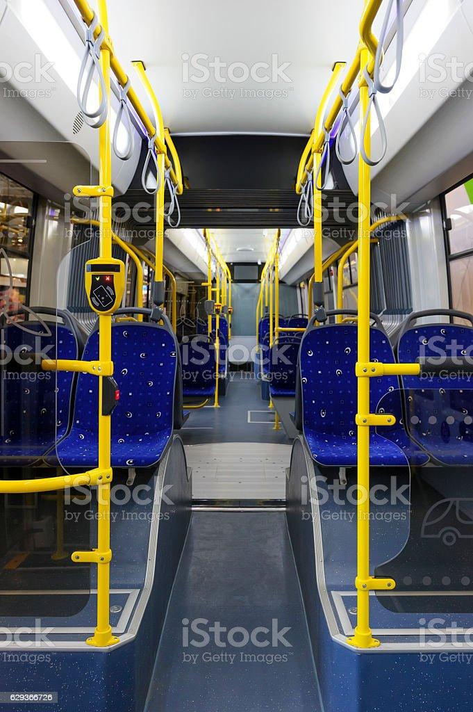 Autobús de la ciudad interior - foto de stock