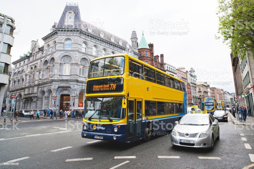 City-Bus auf den Straßen von Dublin, Irland – Foto