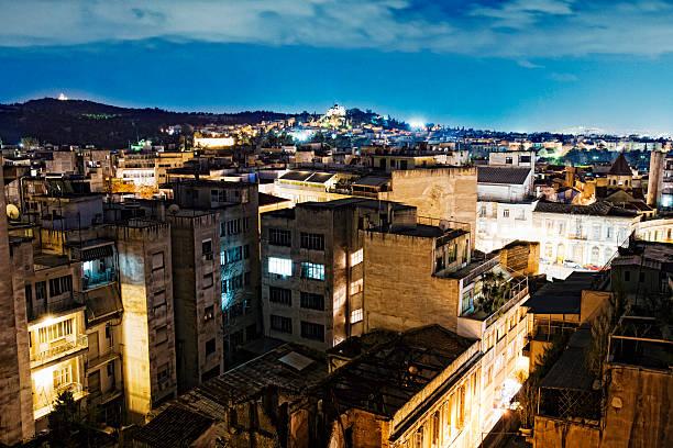 stadt bei nacht - sprüche über reisen stock-fotos und bilder