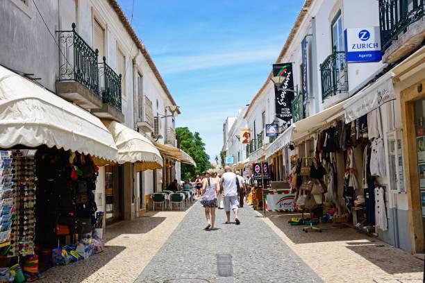 city centre shopping street, lagos, portugal. - esplanada portugal imagens e fotografias de stock