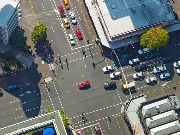 city crossroad scene - carrefour photos et images de collection