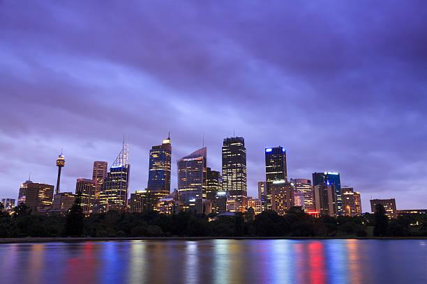 rbg city dusk cold - rbg stok fotoğraflar ve resimler