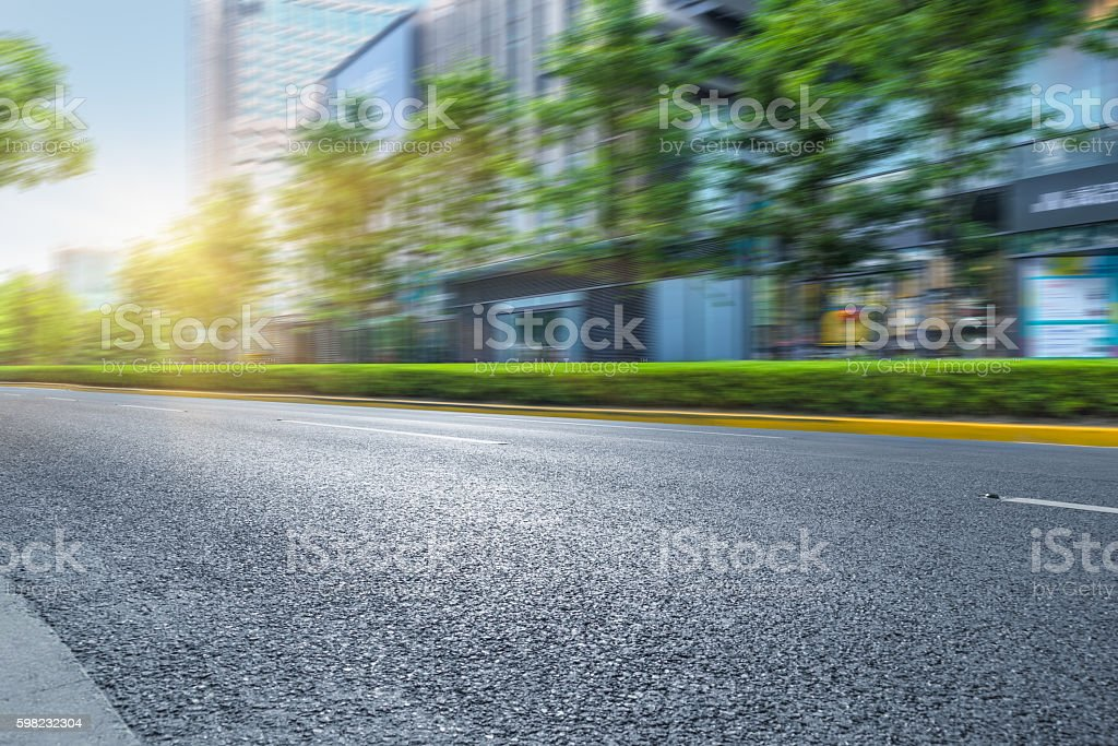 city empty road with modern buildings  background foto royalty-free