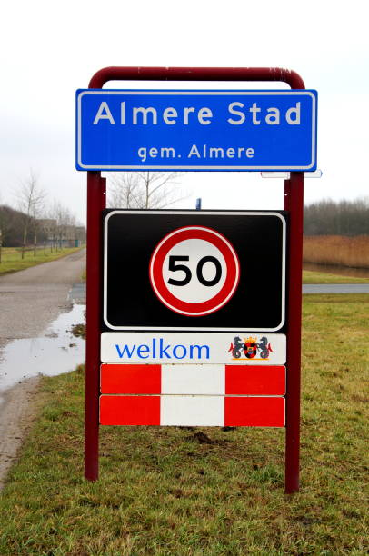 stadt eingeben unterzeichnen almere stad - ortsschild stock-fotos und bilder