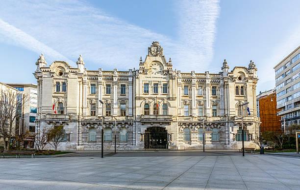 city hall of santander, hiszpania - santander zdjęcia i obrazy z banku zdjęć