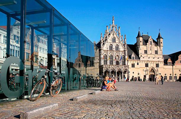 City Hall auf der Grand Market square, Mechelen, Flandern, Belgien. – Foto