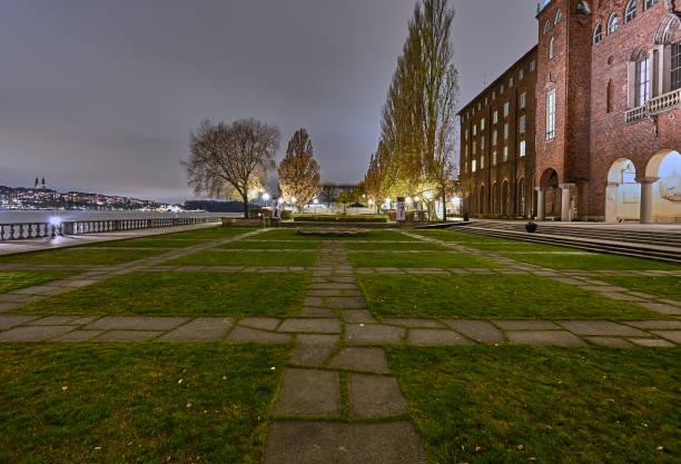 Parque del Ayuntamiento en Estocolmo - foto de stock