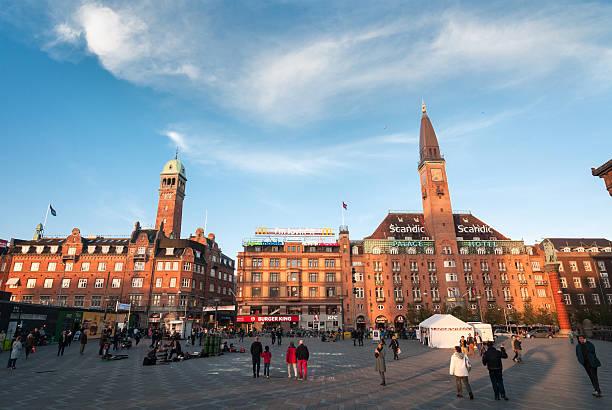 city hall square, kopenhagen - hotels in kopenhagen stock-fotos und bilder