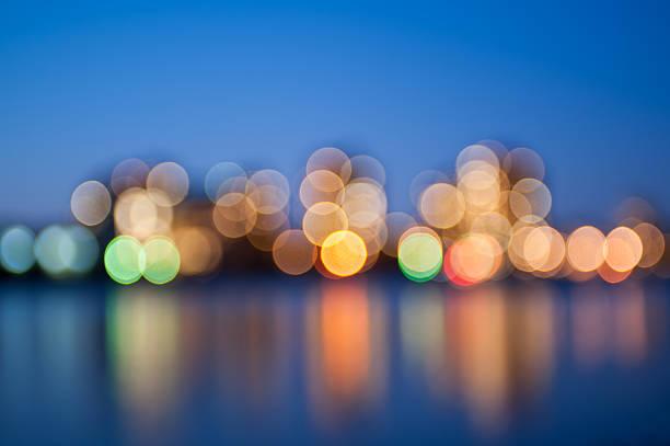 lumières de la ville - lieu générique photos et images de collection