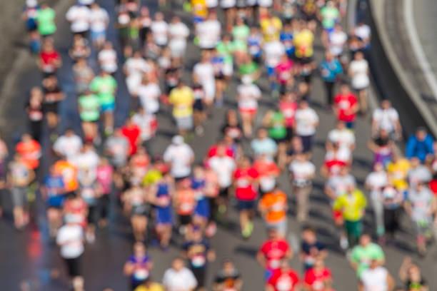 Maratón de la ciudad de borrosa - foto de stock