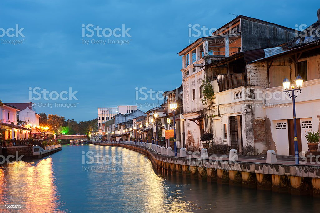 City next to the river with many lights - Royalty-free Appartement Stockfoto