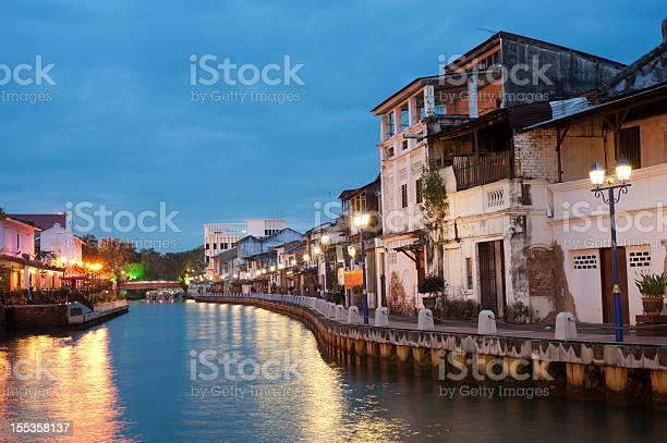 City Next To The River With Many Lights Stockfoto en meer beelden van Appartement