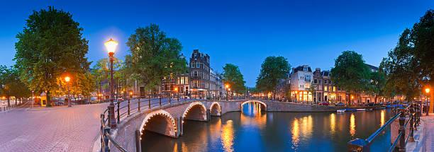 city nights, amsterdam - keizersgracht stockfoto's en -beelden
