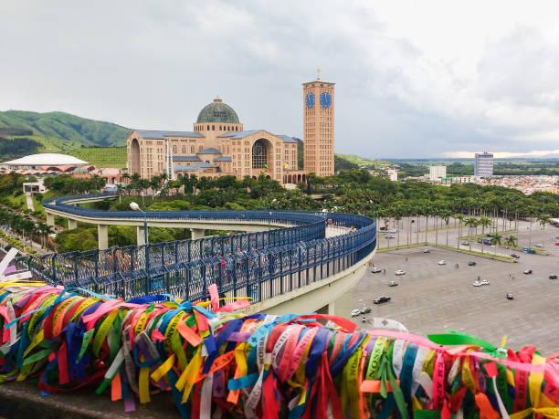 Cidade de Aparecida, Brasil, Santuário Nacional de nossa Senhora Aparecida. Vista da passarela. - foto de acervo