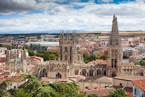 ciudad de burgos y la catedral de - burgos fotografías e imágenes de stock