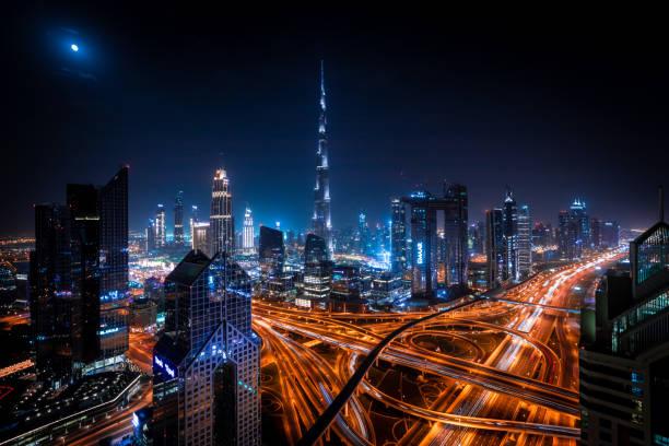 Staden Dubaï på natten bildbanksfoto