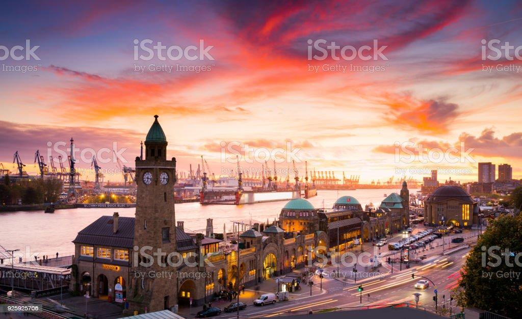 Der freien und Hansestadt Hamburg, Deutschland - Lizenzfrei Abenddämmerung Stock-Foto