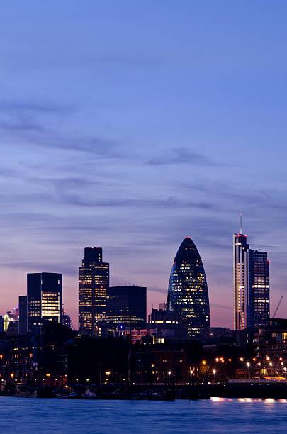 Wolkenkratzer Stadt von London in der Dämmerung – Foto