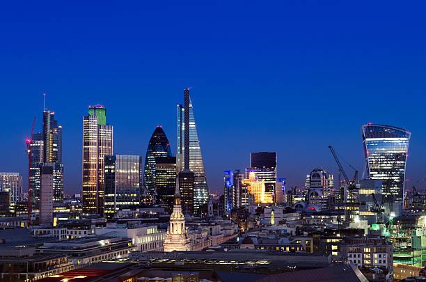 City of London Skyline bei Nacht – Foto