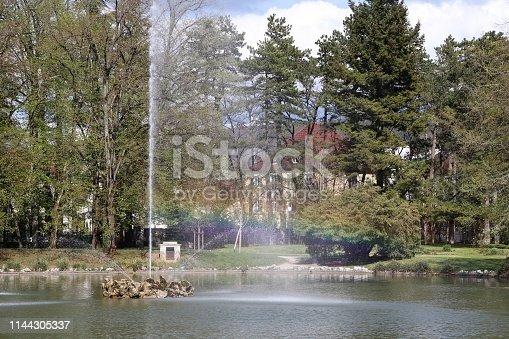 Ville de Lons Le Saunier - France - Parc Edouard Guenon - Fontaine - Jet d'eau avec un arc en ciel