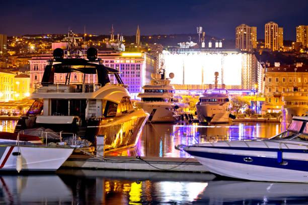 stadt rijeka yachting abend blick, kvarner bucht, kroatien - segelhandschuhe stock-fotos und bilder