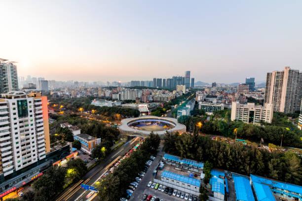 stadt shenzhen - bussystem haus stock-fotos und bilder
