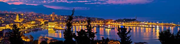 stadt split panorama luftaufnahme in der dämmerung, waterfront und diokletianpalast, dalmatien, kroatien - segelhandschuhe stock-fotos und bilder