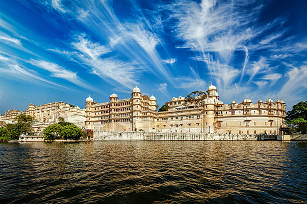 City Palace, Udaipus, Rajasthan City Palace view from the lake. Udaipur, Rajasthan, India udaipur stock pictures, royalty-free photos & images