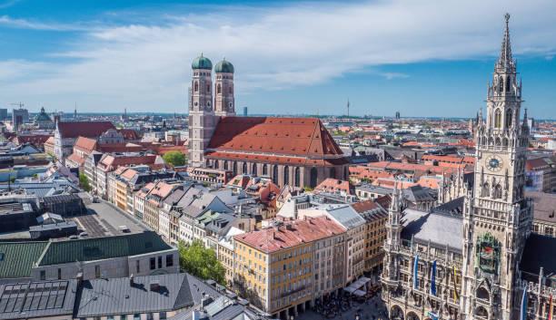 city panorama of munich - marienplatz foto e immagini stock