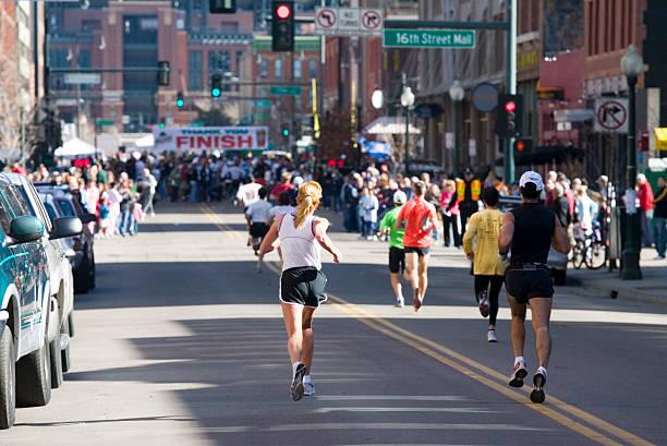 finish line - maratón fotografías e imágenes de stock
