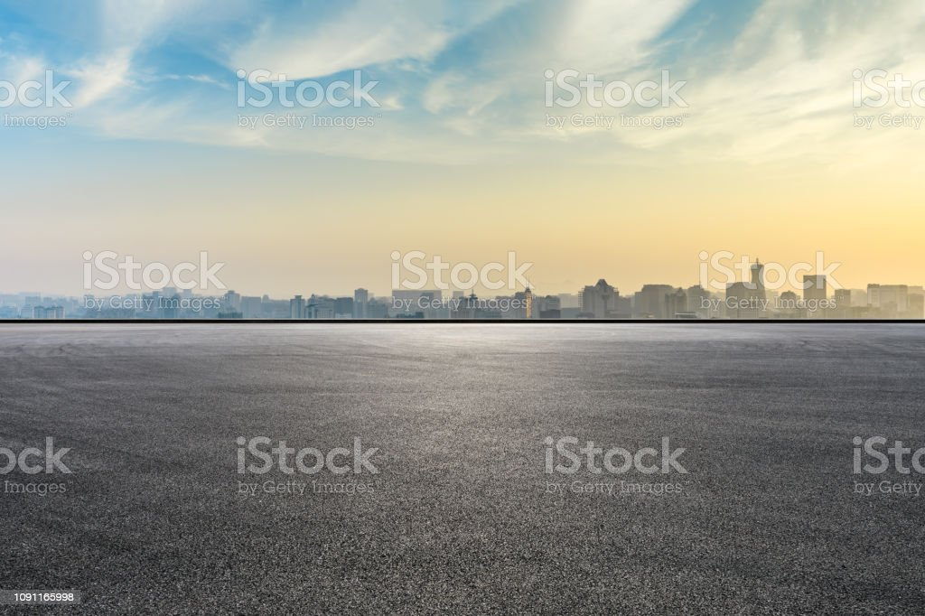 City skyline and buildings with empty asphalt road at sunrise - Zbiór zdjęć royalty-free (Architektura)