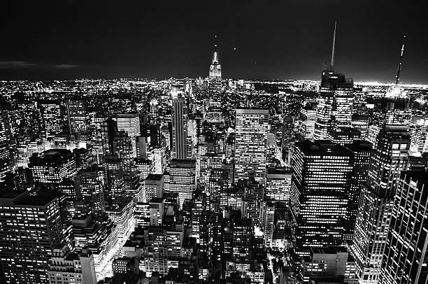 街の夜景のニューヨークの usa 。 - 都市 モノクロ ストックフォトと画像