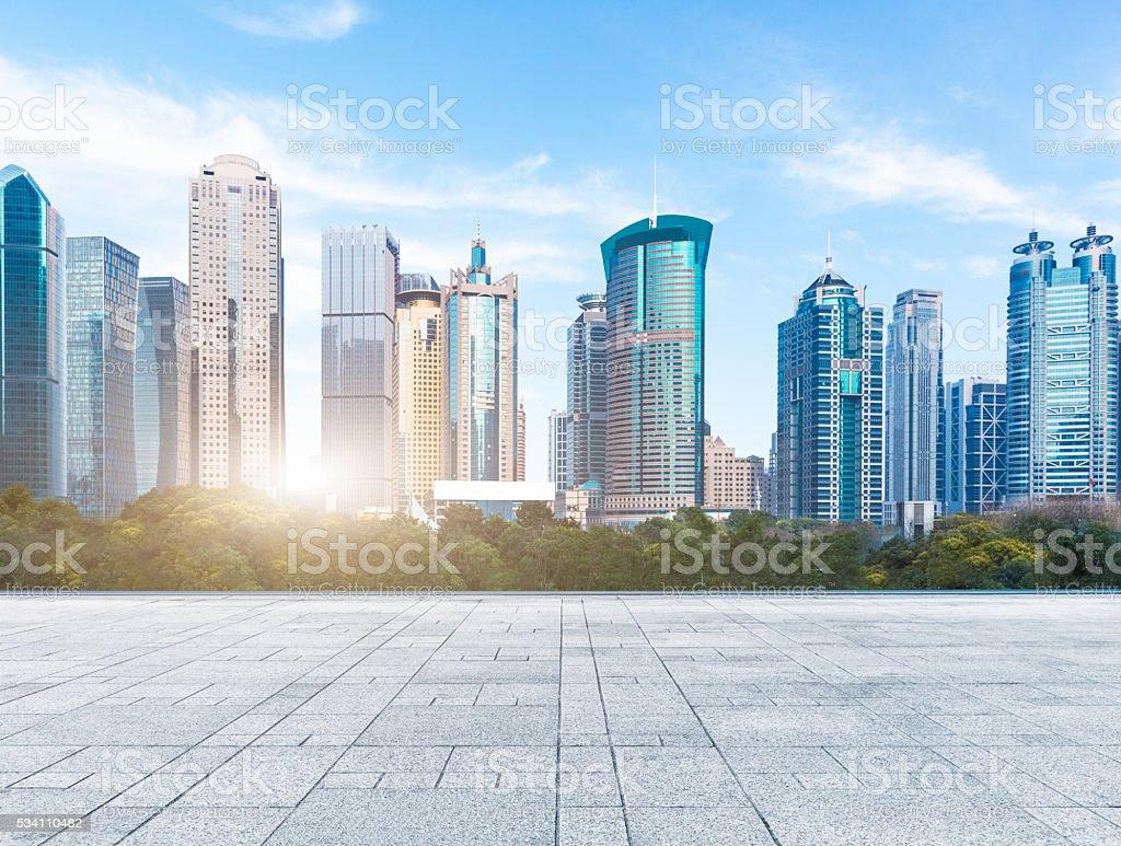 Stadt skyline unter Blauer Himmel – Foto