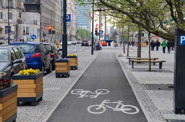 city street - fahrradwege stock-fotos und bilder