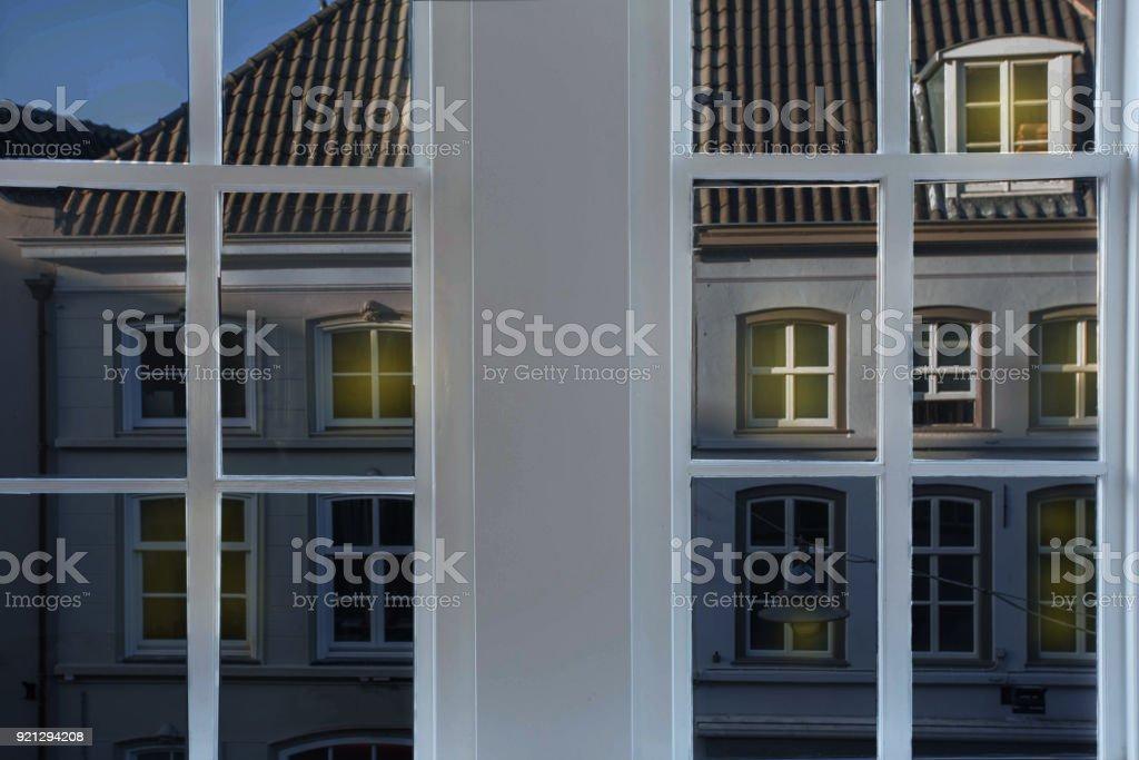 Stadt historische Gebäuden in die Niederlande Abend Ansichtsfenster anzeigen – Foto