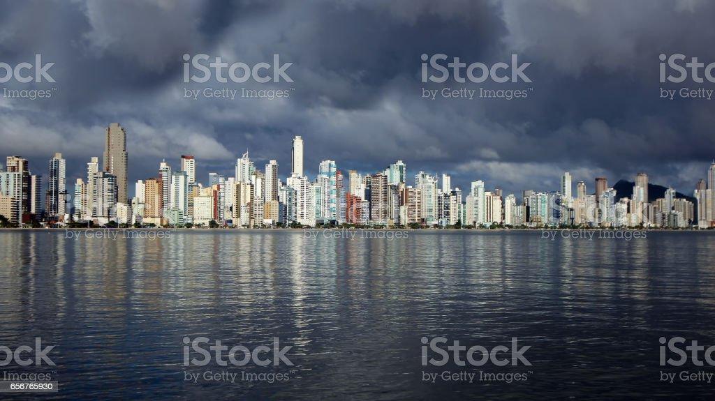 Vista da cidade de Balneário Camboriú, Santa Catarina, Brasil - foto de acervo
