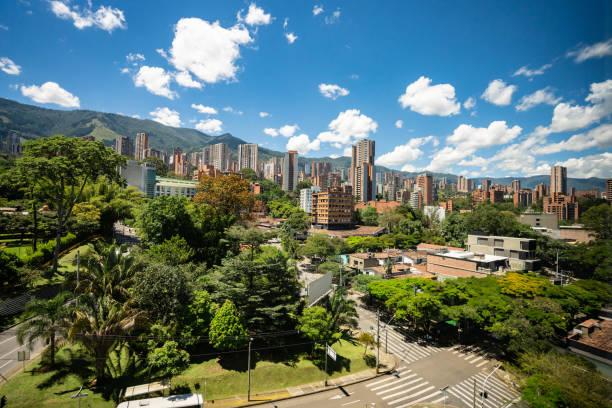 美しいコロンビアのメデリンのシティー ビュー - コロンビア ストックフォトと画像