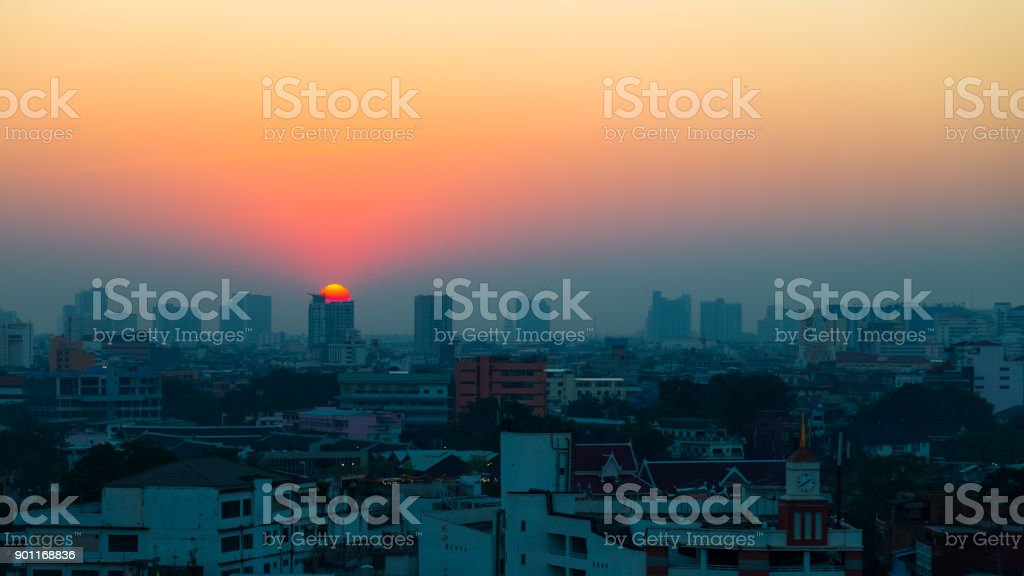 City views at sunset, Sun at the top of the building stock photo